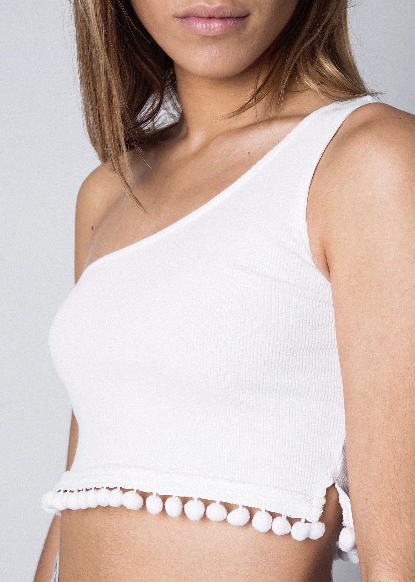 ASYMMETRIC CROP TOP WHITE