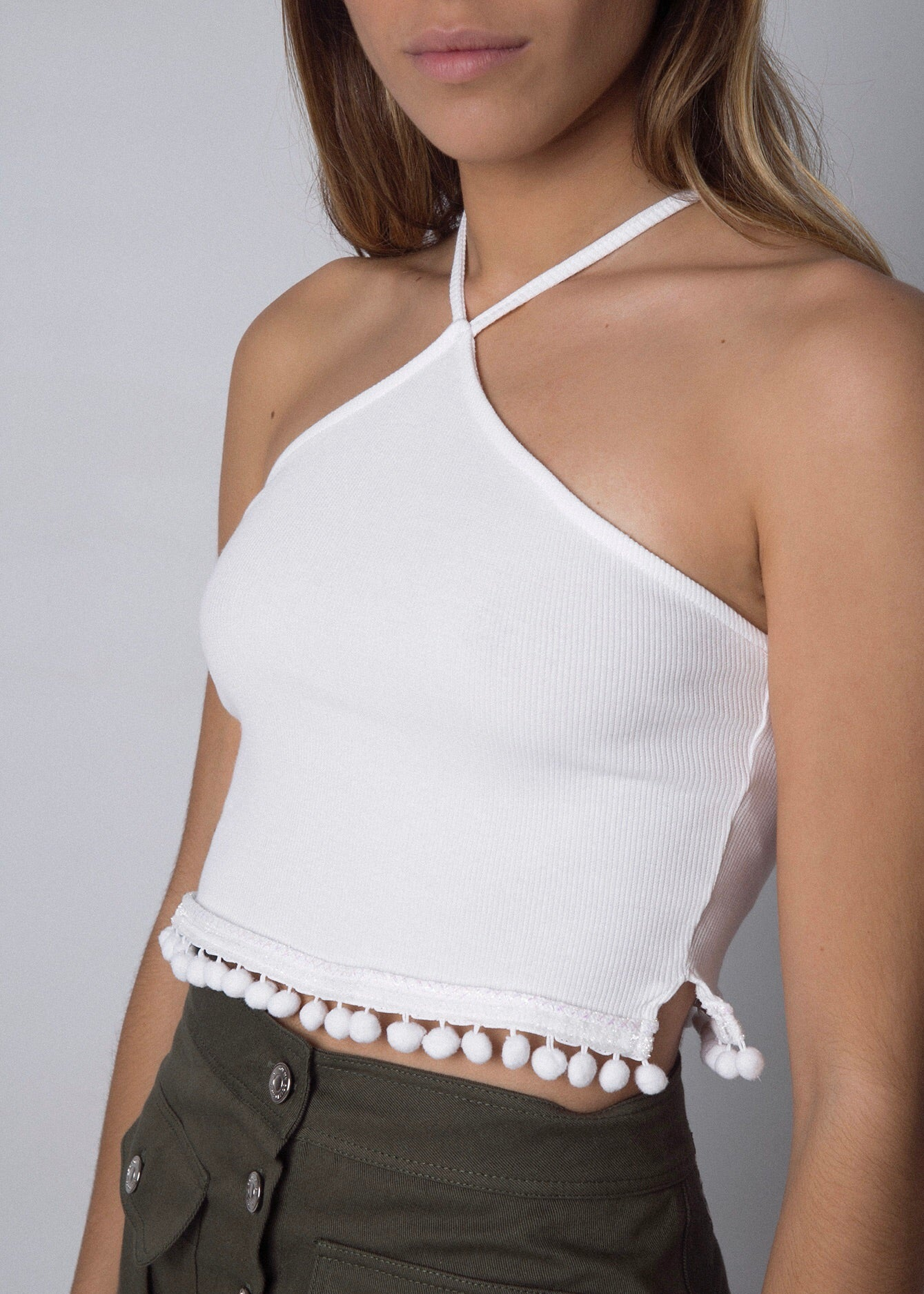HALTER POMPOMS CROP TOP WHITE