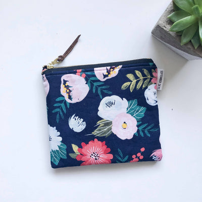 Simple zipped pouch in navy floral - Sass Beauty Lashes & Skincare
