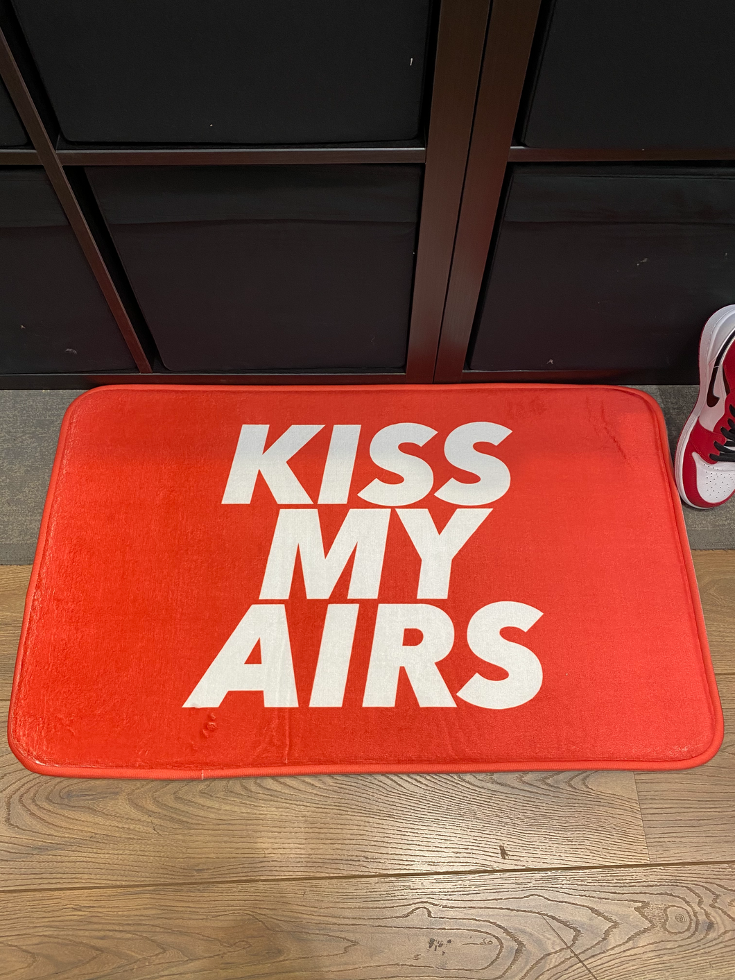 Tapis Lifestyle Kiss My Airs Red - L'oiseau moqueur