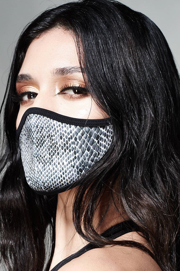 DUST FASHION FACEMASK_BLACK AND WHITE SNAKE PRINT