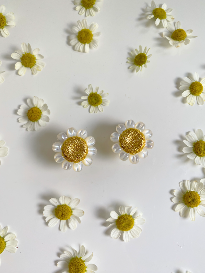 garden collection: mother of pearl + golden daisy stud