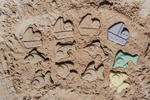 "Load image into Gallery viewer, Plasto ""I AM GREEN"" Sand Moulds, 6 pieces"
