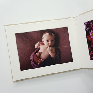 White Box Set 3: 10 Photo Album, Rattle & Five Mounts