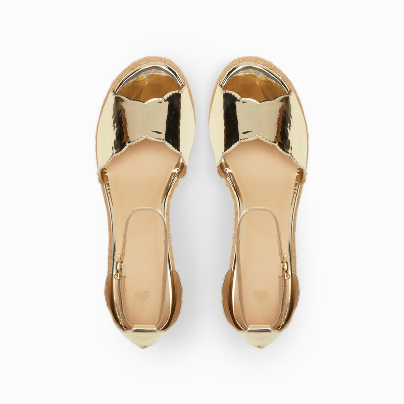 Gold Patent Scallop Wedges