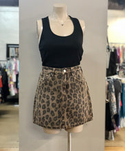 Load image into Gallery viewer, leopard skirt NWT