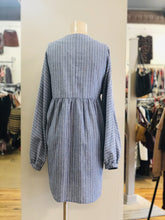 Load image into Gallery viewer, stripe button dress