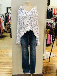 v-neck print top NWT