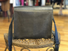 Load image into Gallery viewer, tri-tone leather shld bag