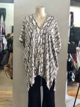 Load image into Gallery viewer, snake print blouse