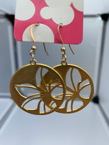flower cut out on a hook (gold)