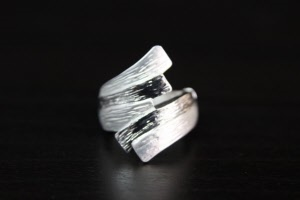 silver stretch fashion ring