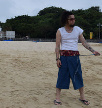 Load image into Gallery viewer, Okinawa Red Shisa Beach Slappers - Yando