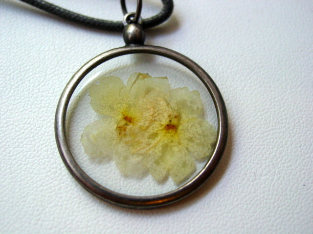 Art Viburnum Dried Pressed Flower In Resin Platinum Setting Necklace (1)