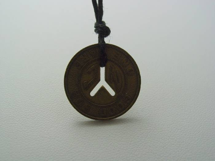 Ravenswood Promo Brass Necklace Also Seen in Pretty Little Liars  Ezra Tries To Give This To Aria For Luck