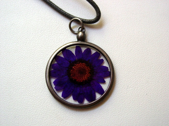Purple Daisy Dried Pressed Flower In Resin Platinum Setting Necklace (2)