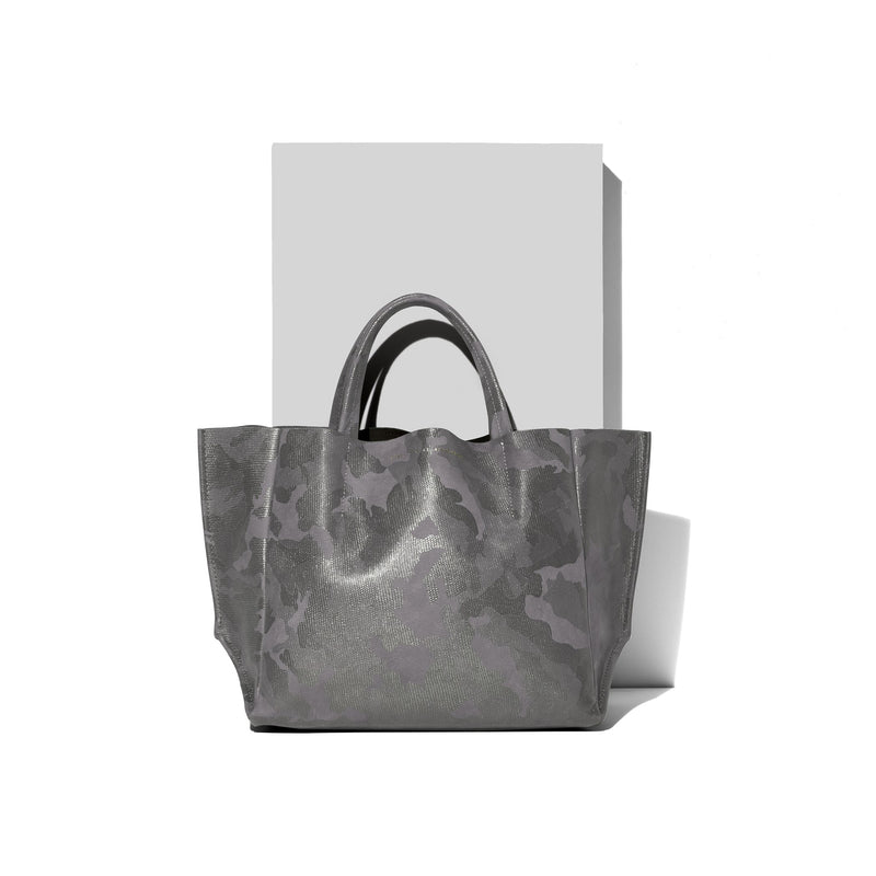 Ampersand As Apostrophe Half tote in Camo