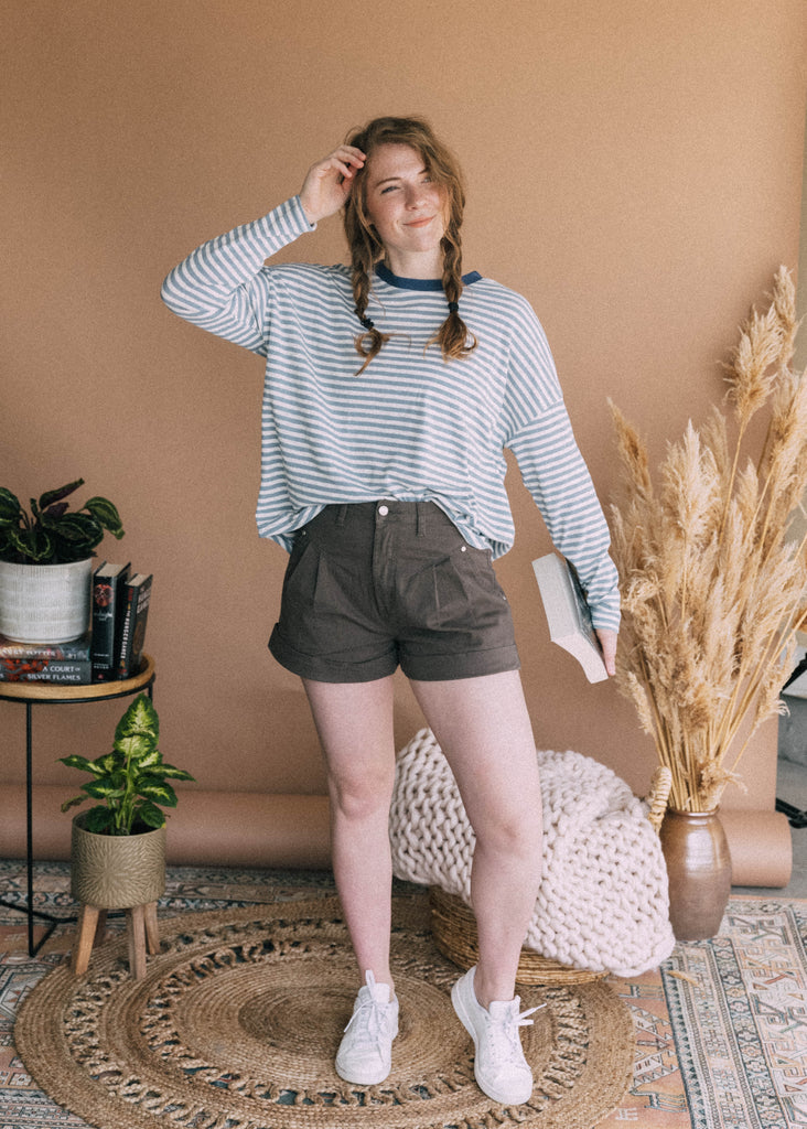 dirigible plum shorts in charcoal