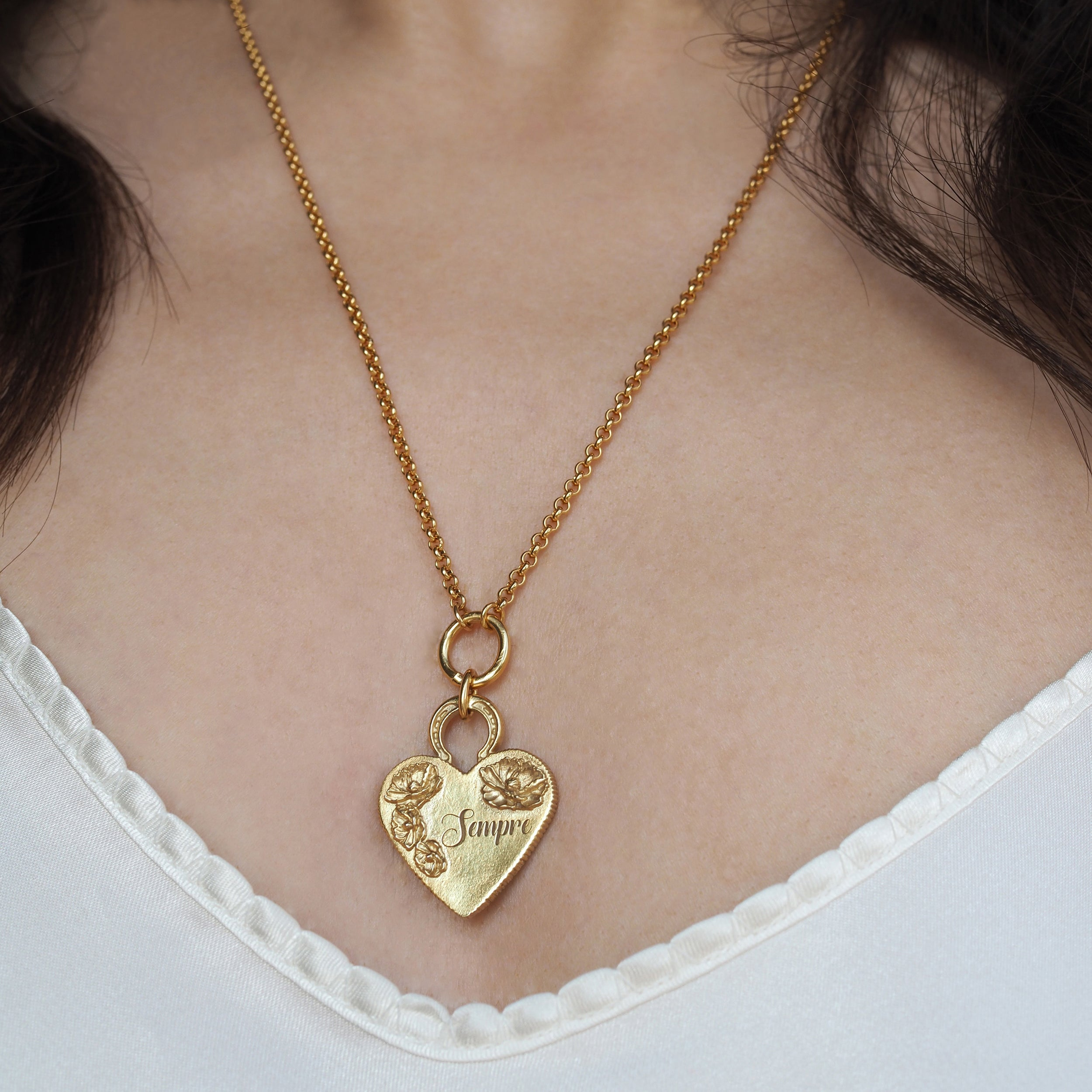ENGRAVED FLOWER HEART PENDANT