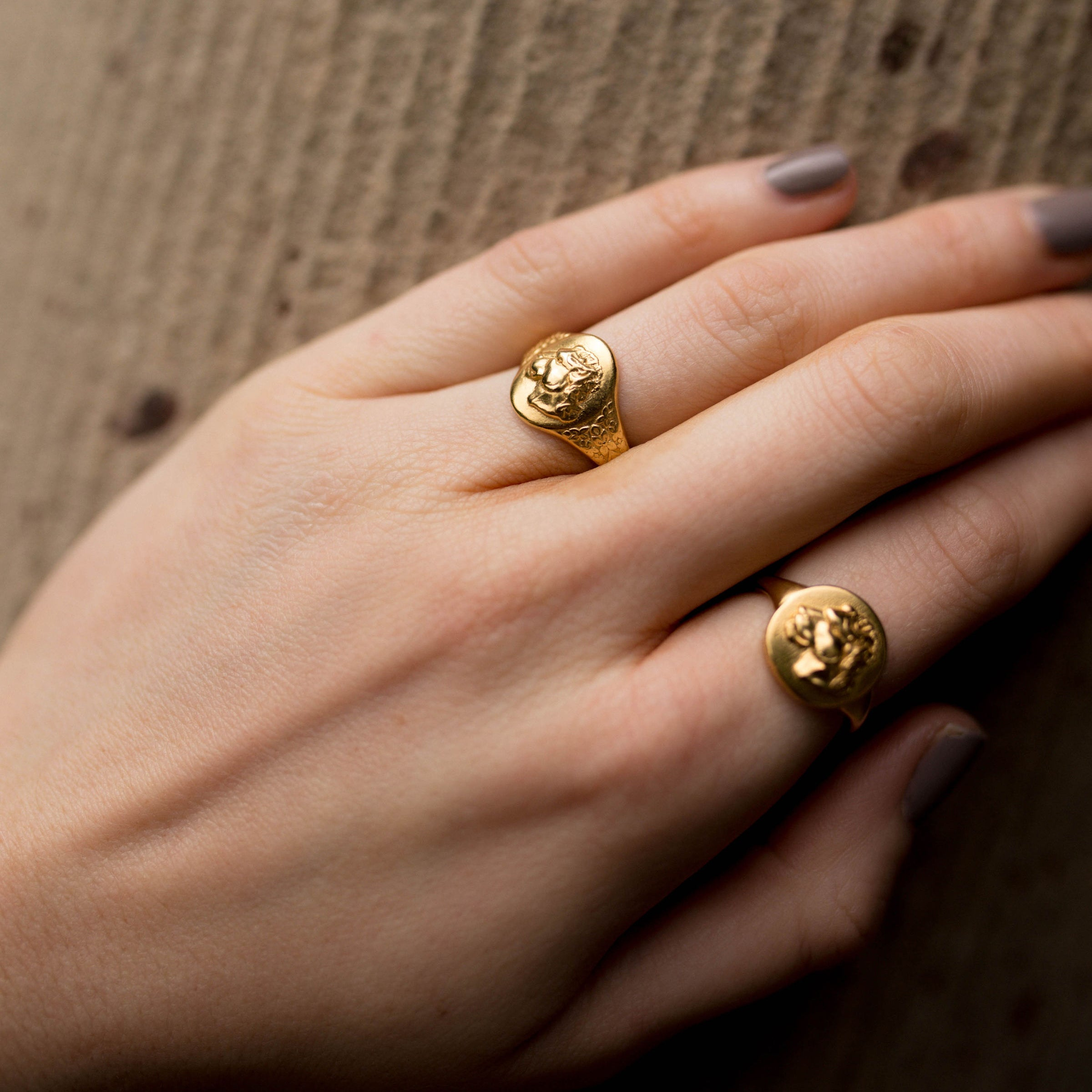 LIONESS SIGNET RING