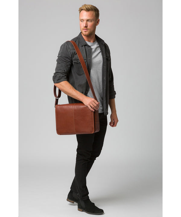 'Leao' Conker Brown Leather Messenger Bag image 2