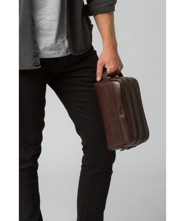 'Alberto' Dark Brown Leather Washbag image 2
