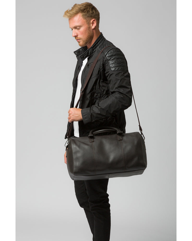 'Weekender' Dark Brown Leather Holdall image 7