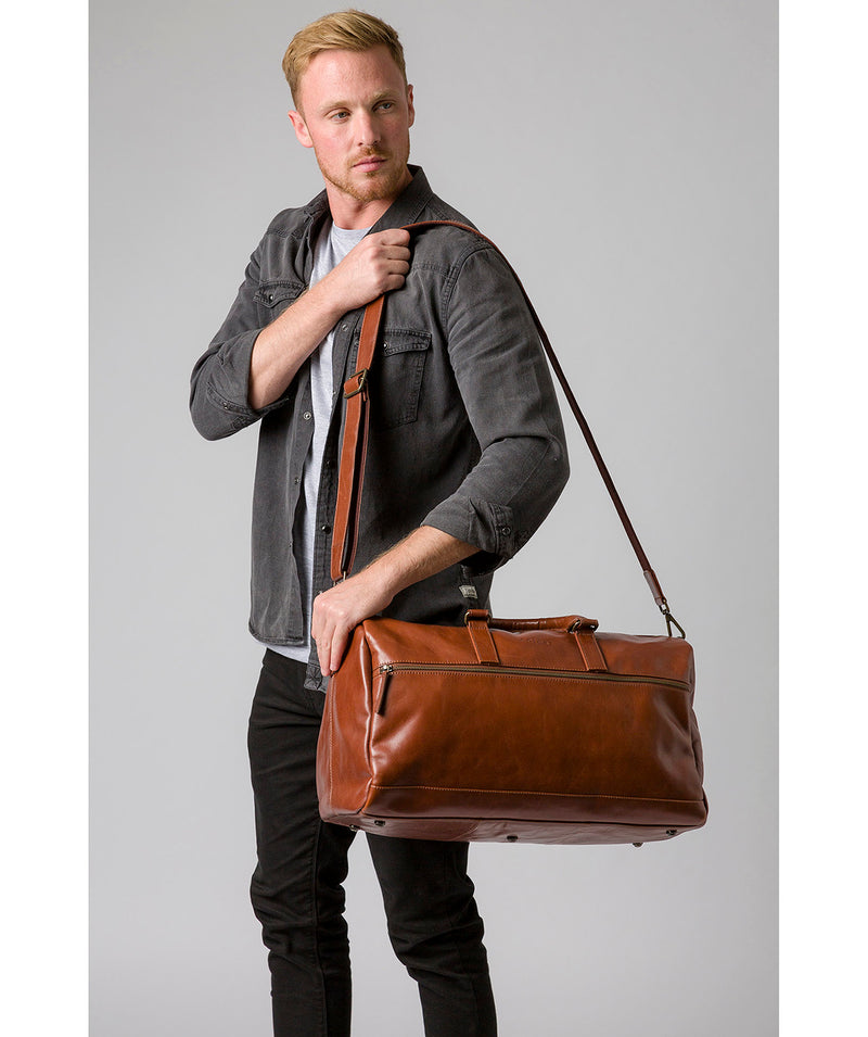 'Lucca' Italian-Inspired Umber Brown Leather Holdall image 7