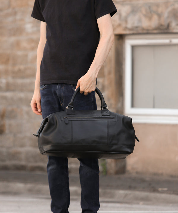 'Shuttle' Matte Black Leather Holdall