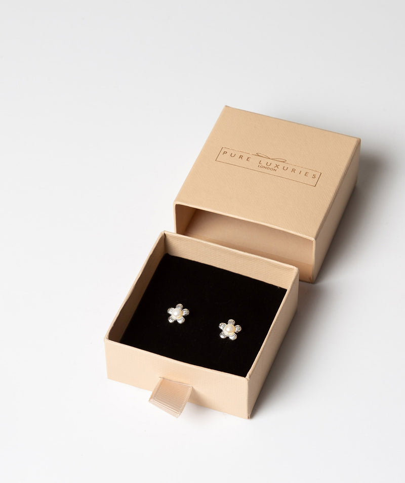 'Christelle' Sterling Silver Daisy & Pearl Earrings image 3