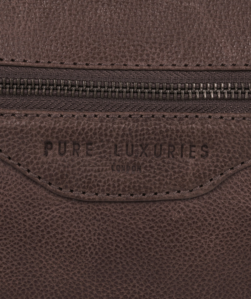 'Snowdon' Cocoa Leather Holdall image 5