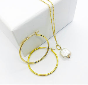 Minimalist Pearl necklace (Free Hoops)