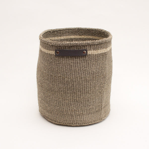 Hiro+Wolf Sisal basket: Medium Light