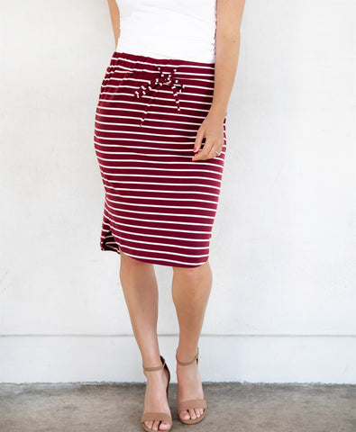 The Sofie Weekend Skirt | S-3X - Burgundy