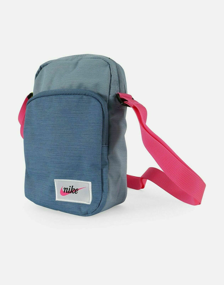 equilibrado caridad Adelantar  NIKE HERITAGE SMALL BAG BA5809-420 INDIGO FOG/STORM/FUCHSIA – Elevated  Sports Gear