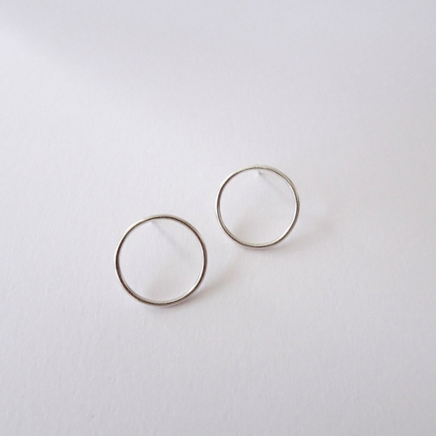 Minimal Flat Round Studs | midi - THE HOME OF SUSTAINABLE THINGS