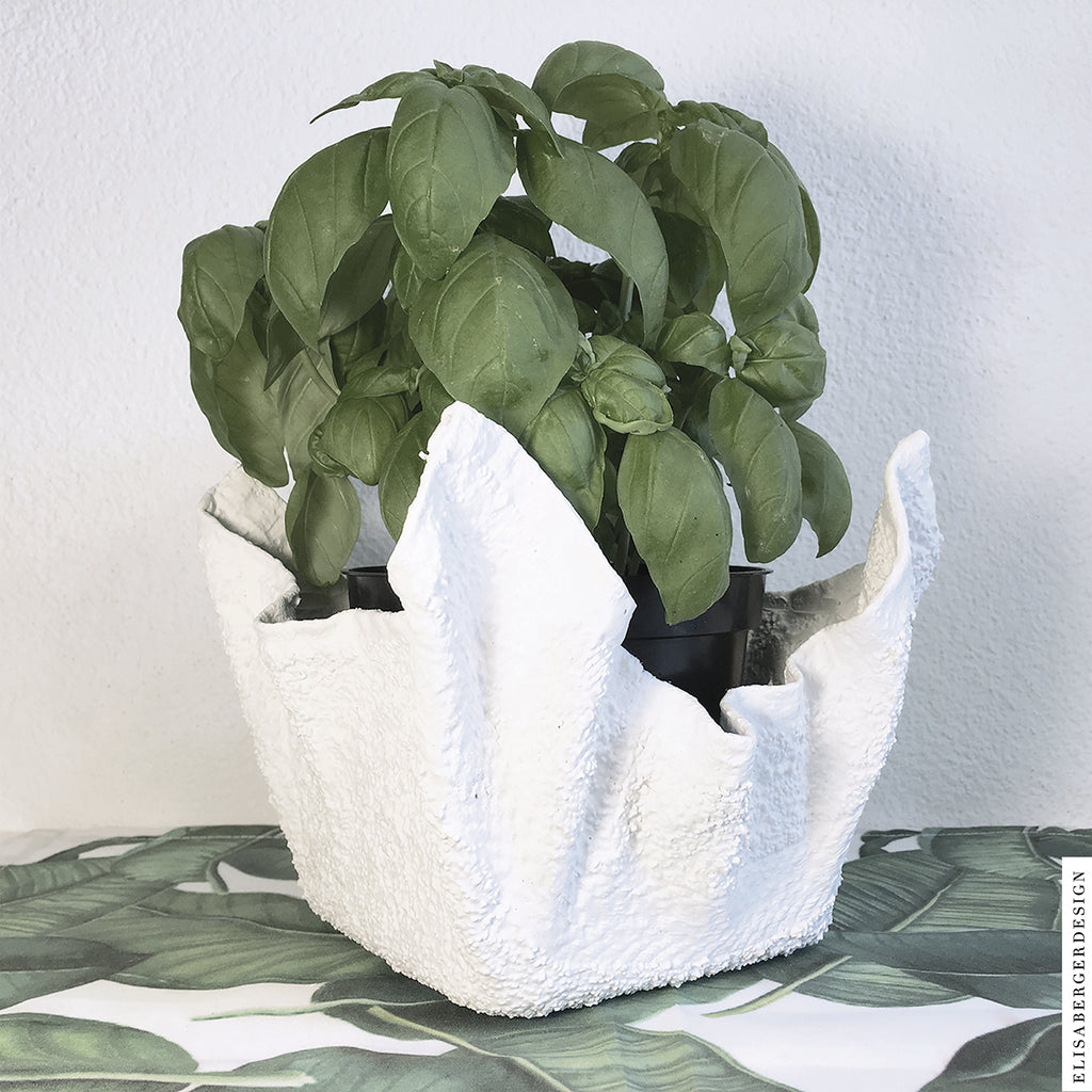 GrowHerbs' is a Pot realized with textile and concrete. You can use it also as basket or little container. The white and sinuous shape brings harmony into your house. We suggest you use it to grow herbs at home, it will be great to see them flourish. 15x15x15 cm - COPRIVASO