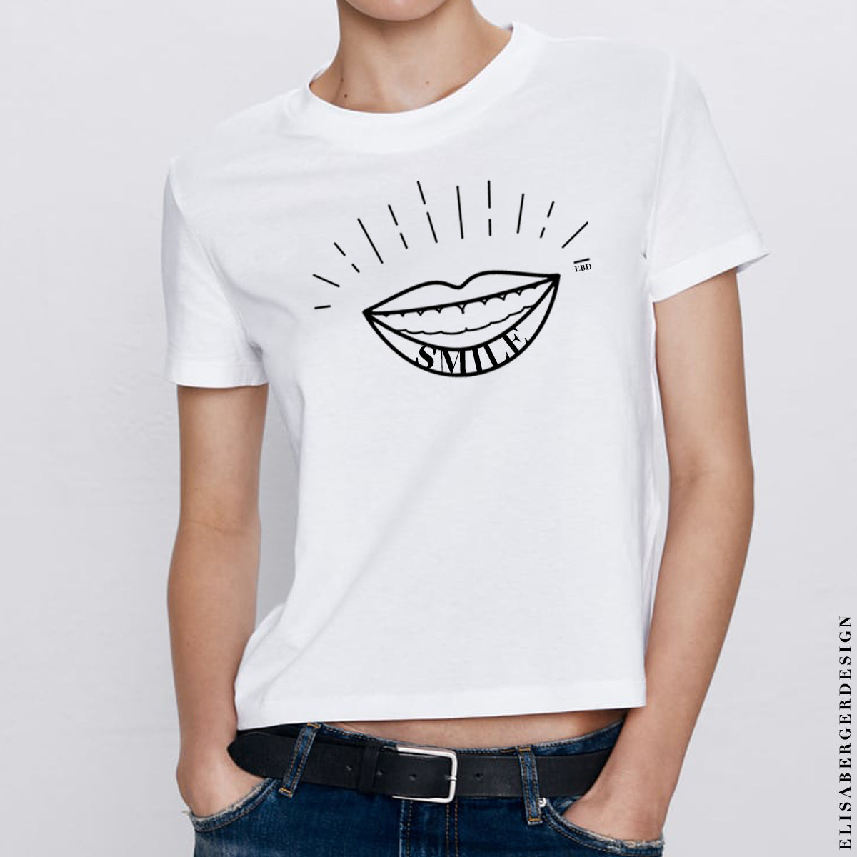 T-Shirt created for happy people that wants to dress you with Passion & Style. For Women only LARGE size. Material : COTTON 100%  T-Shirt fits exactly like in the picture, comfortable around the belly and not to tight over the shoulders.  Material : 100% Cotton - White Shipping costs : Free Delivery time : 15 days - MAGLIETTA A MANICHE CORTE