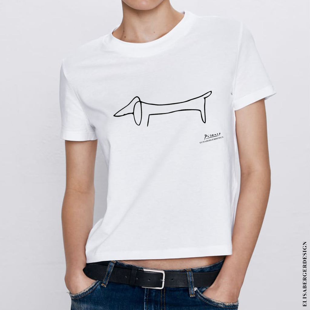ELISABERGERDESIGN - T-Shirt created for Dachshund Lovers that want to dress with Passion & Style. For Women only LARGE size. Material : COTTON 100%  T-Shirt fits exactly like in the picture, comfortable around the belly and not to tight over the shoulders. MAGLIETTA CON DISEGNO CANE BASSOTTO - DESIGN & STYLE