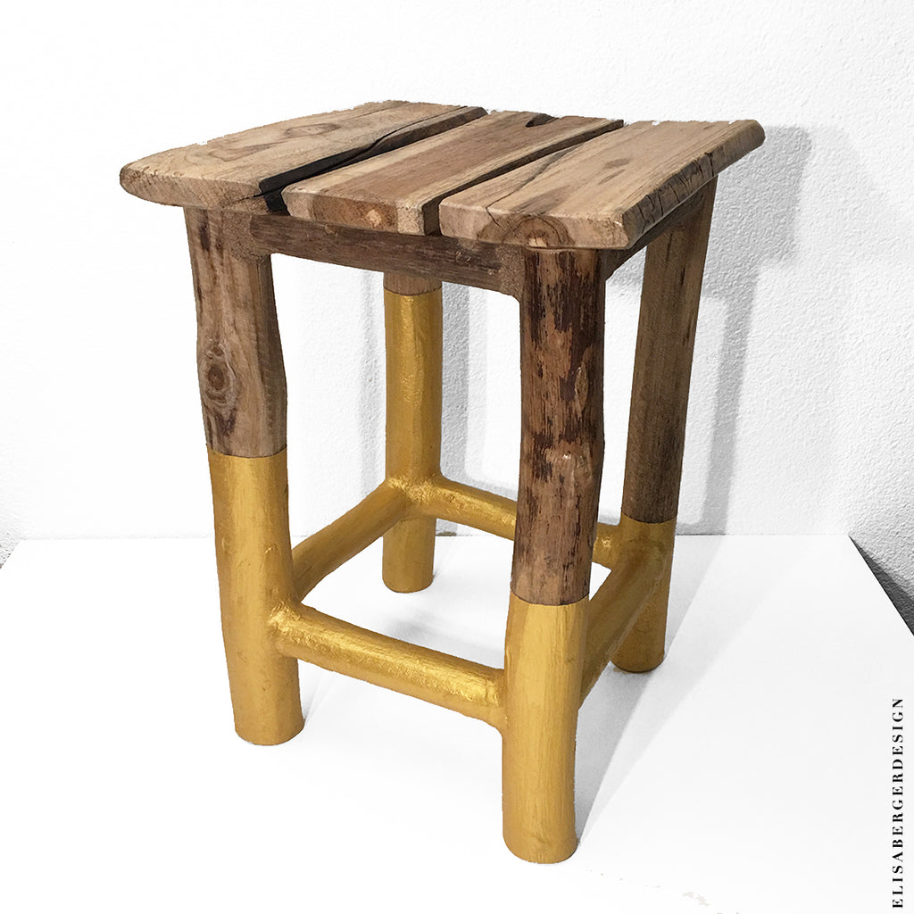SGABELLO - Stool realized with natural solid wood and gold details. You can use it also in different ways like a stand base for flowers or a little table. Mesures : 30x30xh42 cm UNIQUE PEACE - HANDCRAFTED  Delivery time : 15 days Shipping costs : free in europe (for worldwide orders write to : elisabergerdesign@gmail.com) - TAVOLINO - PORTAVASO