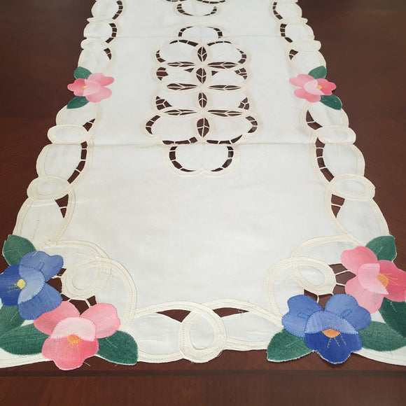 OctoRose Table Runner
