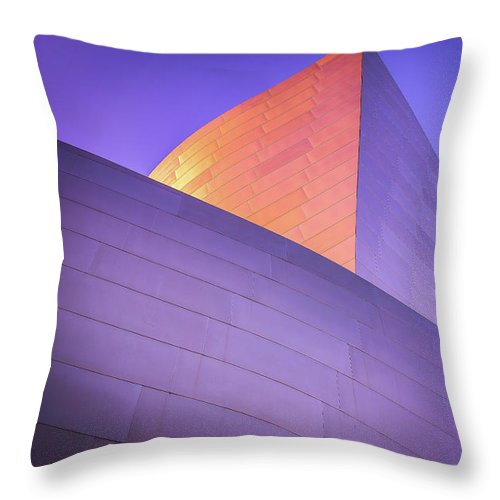 Color Curves - Throw Pillow