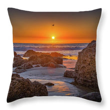 Load image into Gallery viewer, Through the light - Throw Pillow