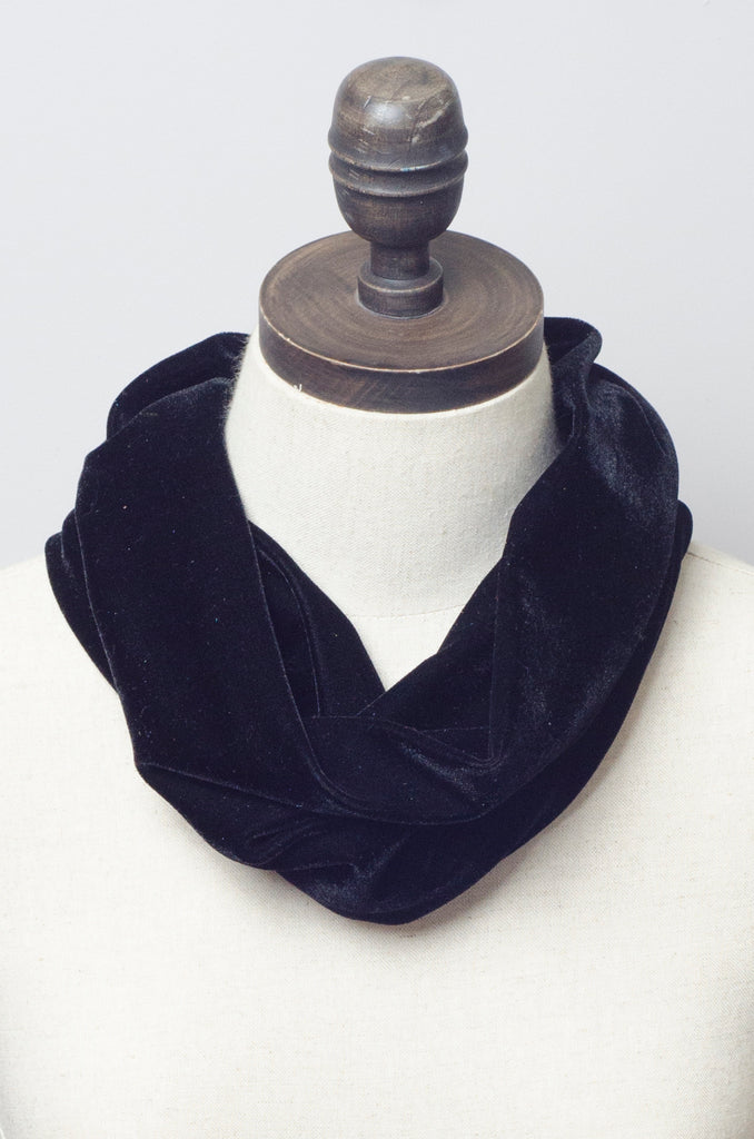 Velvet Cowl in Black
