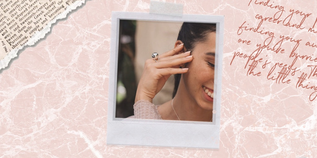 A great gift for sister is anything that lets you relive moments together. Our silver sphere cocktail ring helps you cherish one of these moment.