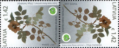 #959 Latvia - Rosa Canina (Dog-Rose), Tete-Beche Pair (MNH)