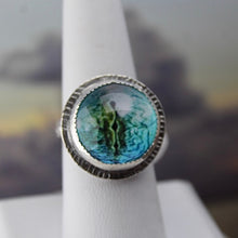 Load image into Gallery viewer, Lizard Eye Cabochon & Sterling Silver Ring