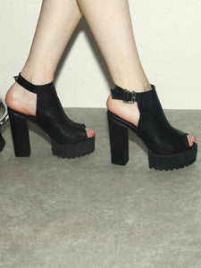 RICH BLACK SANDAL