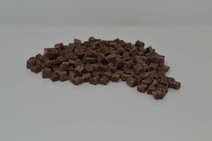 Milk chocolate chunks (8 x 8 x 6mm)