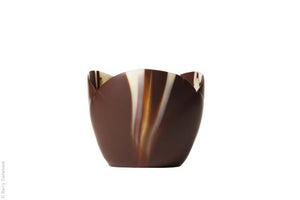Crocus shaped marbled chocolate cups